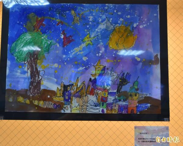 陳柏丞在色彩繽紛的世界裡嶄露天份。(記者湯世名攝)