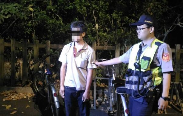 社頭車站令人聞之色變的大便魔人,7日晚間欲犯案時,遭警方當場逮捕。(記者陳冠備翻攝)
