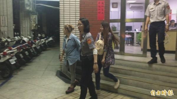 泰籍女子Chatkaeor(左三)身材、面貌姣好,深受嫖客喜愛,藏身在高級出租套房內賣淫。(記者吳昇儒攝)
