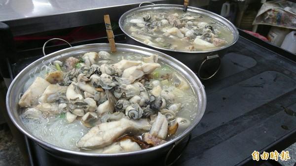 白鯧米粉是彰化線西源泉活海鮮餐廳招牌菜,除了白鯧,還有芋頭、蚵仔入味。(記者劉曉欣攝)