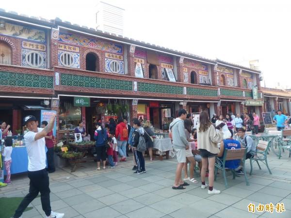 「希望市集」在陳氏大宗祠旁原「後浦十六間」傳統街屋登場。(記者吳正庭攝)