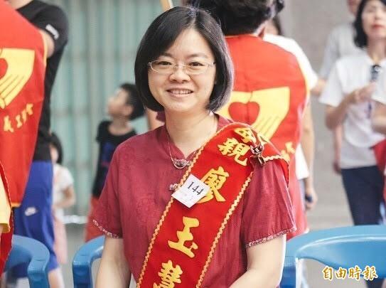 堅毅帶大兩個亞斯伯格症與遲緩兒,廖玉慧獲竹市表揚為給力媽媽。(市府提供)