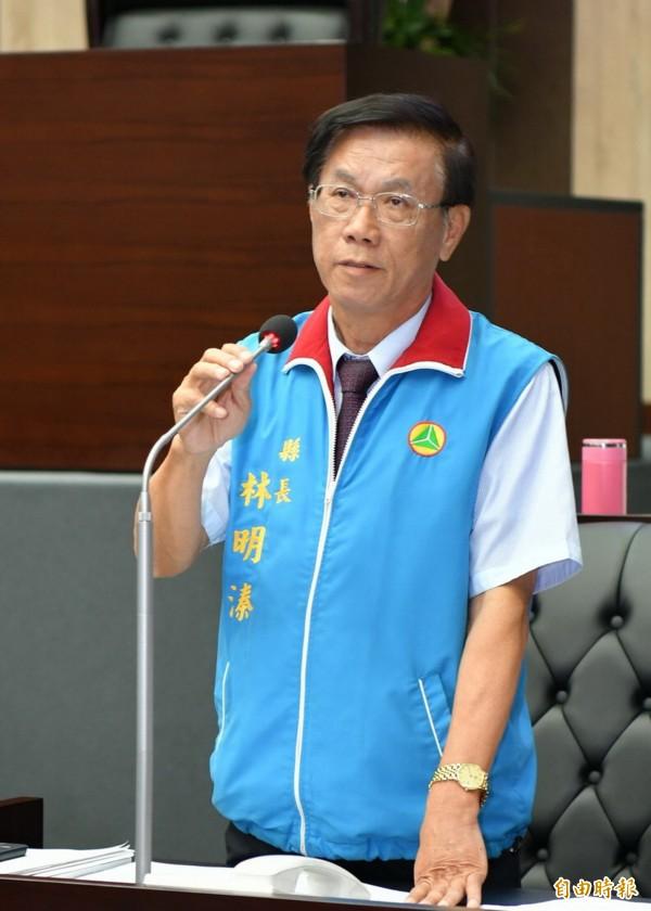 投縣長林明溱議會宣布撤銷火化車設施許可。(記者陳鳳麗攝)