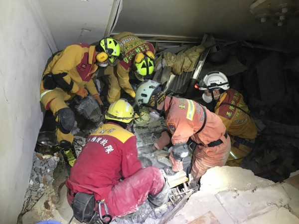消防員出生入死搶救生命確保人民財產,卻有六都可領危險加給,非六都消防員沒有,基隆議員洪森永今天就此質詢,盼提高危險加給。(圖為基隆市政府提供)