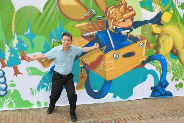 宜蘭市公所邀請五名插畫及塗鴉藝術家,為工地圍籬彩繪,今作品亮相,成為宜蘭市丟丟噹森林公園新的拍照點。(記者張議晨翻攝)