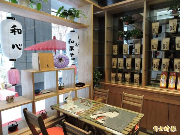 和心茶寮店內擺設都來自日本。(記者張菁雅攝)