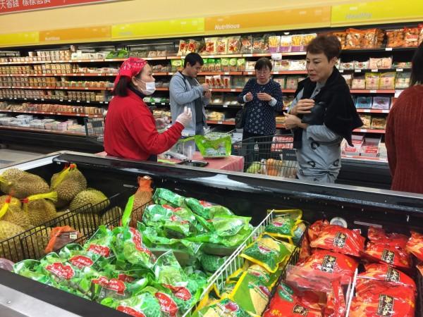 台東大目釋迦外銷美國超市,市場反應不錯。(東區農提供)