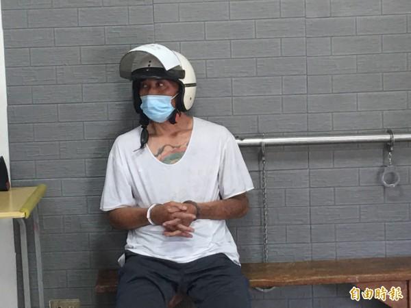 石嫌有多次竊盜前科本月6日才出獄又犯案,今天被斗南警方逮捕到案。(記者黃淑莉攝)