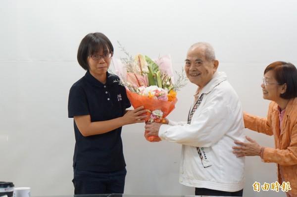 75歲的陳萬得從鬼門關前走一遭,感謝救治他的志工。(記者詹士弘攝)