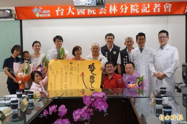 75歲的陳萬得心跳一度停60分鐘,他感謝搶救他的志工、消防局救難及台大雲林分院的醫護人員。(記者詹士弘攝)