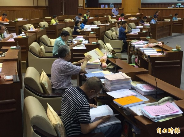 基隆市議會審查追加減預算。(記者盧賢秀攝)