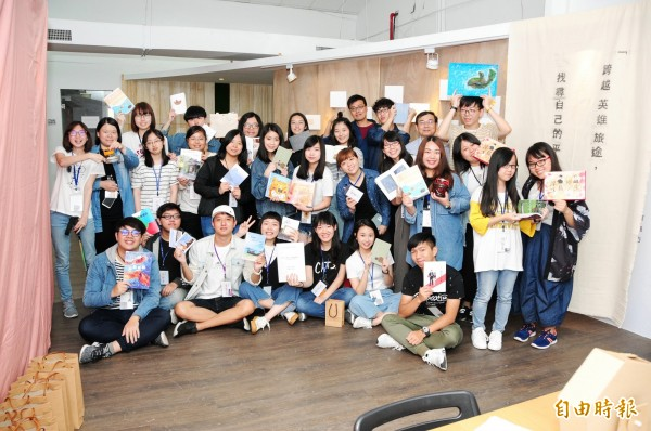 靜宜大學台灣文學系畢業專題成果展《流浪者》登場。(記者張軒哲攝)