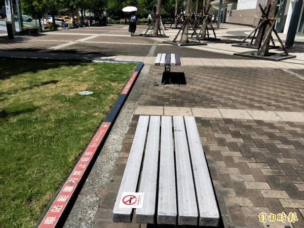 高鐵站紅線範圍內為禁菸區。(記者黃旭磊攝)