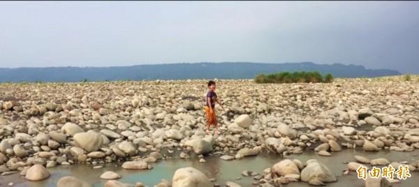 《濁水溪的阿焄》影片中的主角商允焄。(記者廖淑玲翻攝)