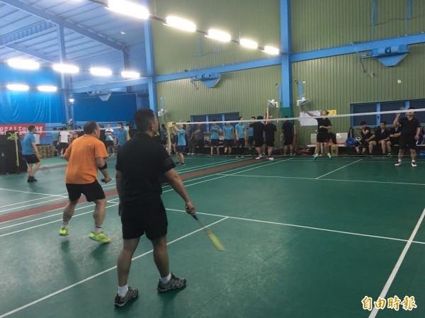 警察節羽球大賽,彰化警局上百名「戴資穎、周天成」出賽,精彩刺激。(記者湯世名攝)