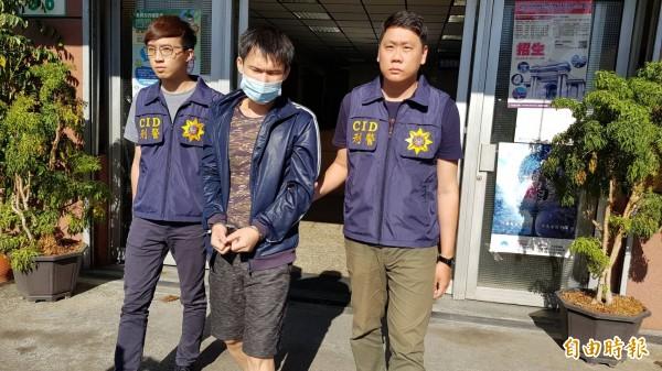 警方逮獲徐男送辦。(記者陳文嬋攝)