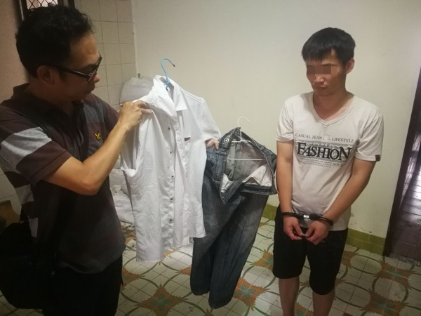 警方查扣徐男作案衣物。(記者陳文嬋翻攝)(記者陳文嬋攝)