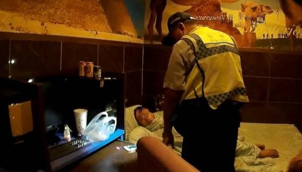 石姓男子吸毒吸到茫,連警方上門了都不曉得。(記者黃佳琳翻攝)