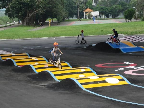 高灘處在安坑交流道下打造自行車的初級障礙習場。(高灘處提供)