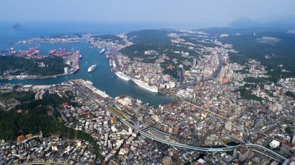 基隆市與新竹市、嘉義市同為省轄市,但七個行政區比新竹、嘉義多很多,圖為基隆市空拍一景。(圖由基隆市政府提供)