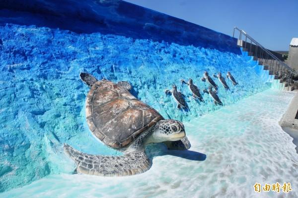 竹灣3D海龜立體牆,成為新興觀光景點。(記者劉禹慶攝)
