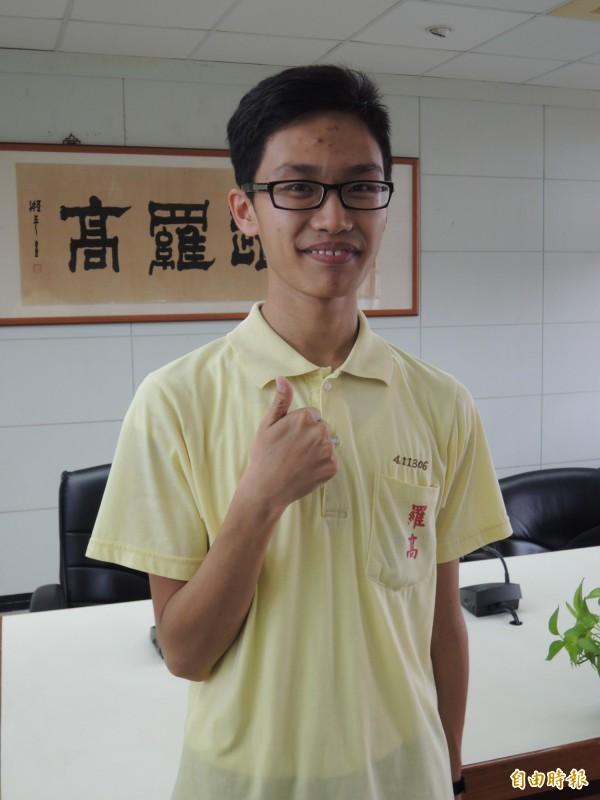 羅東高中滿級分考生,新台灣之子黃政群,考取陽大醫學系。(記者江志雄攝)