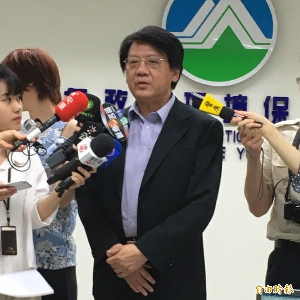 環保署空保處長蔡鴻德說明空污減量狀況。(記者楊綿傑攝)