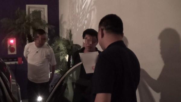 賴姓藥頭躲在汽旅,涉嫌在同志交網站販售安毒牟利,警方陸續查獲4男1女,有兩人竟是列管愛滋病患。(記者楊政郡翻攝)