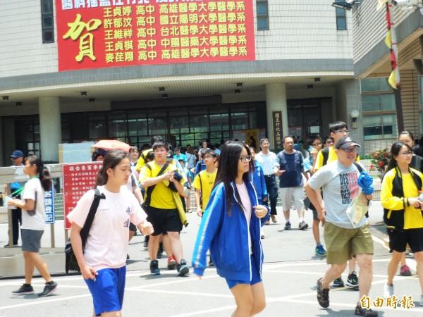 107年國中教育會考今起兩天(19、20日)舉行,竹苗考區共設14個試場,考生總計1萬6720人。(記者廖雪茹攝)