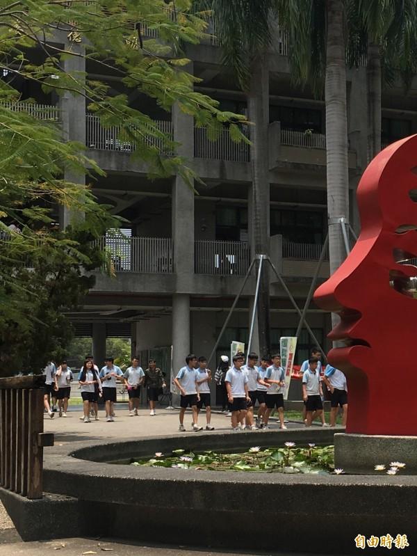 國中教育會考,屏東考區缺考率歷年最低。(記者邱芷柔攝)