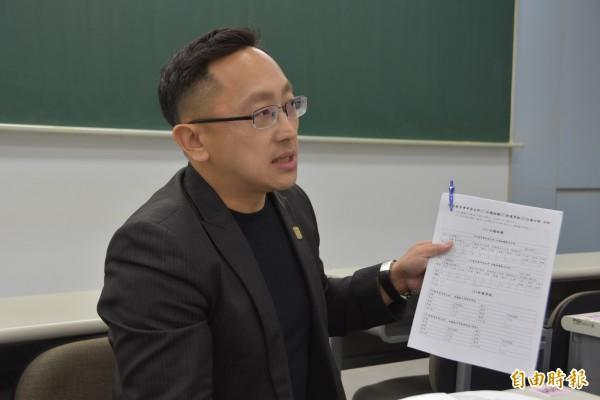 補教英語老師王東昇指出,今年英語考出課綱核心素養,考驗考生圖、文的理解能力,閱讀加強,但不能望文生義,要轉個彎,分數會更好。(記者吳柏軒攝)