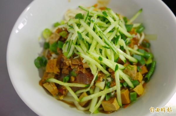 四川炸醬麵也是人氣麵食,有經過鳳林必吃。(記者花孟璟攝)