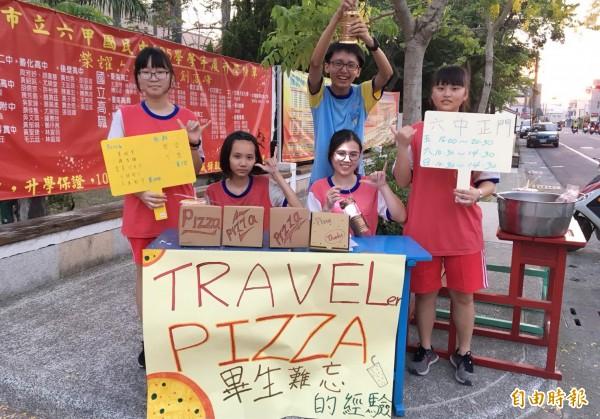 六甲國中「假日學院」今天下午「開舉」,學生叫賣自製披薩,做為學生圓夢經費。(記者楊金城攝)