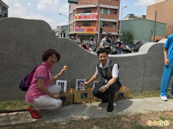 台中市環保局跟活力社區關懷協會等團體舉辦愛地球減碳,眾人動手資源分類回收。(記者蘇金鳳攝)