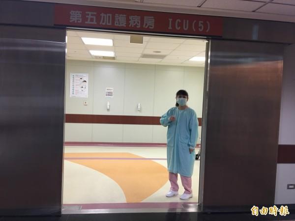 女嬰在加護病房治療。(記者蔡淑媛攝)