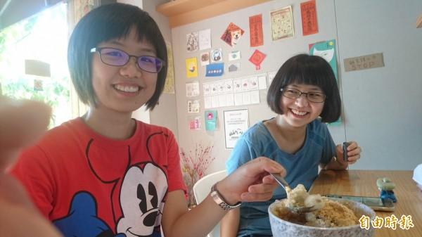 在地大學生也常到店裡吃冰。(記者劉婉君攝)