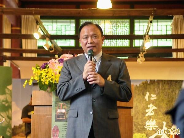農委會主委林聰賢今天表示,開拓國際市場、也鼓勵民眾多多選用台灣水果。 (記者簡惠茹攝)
