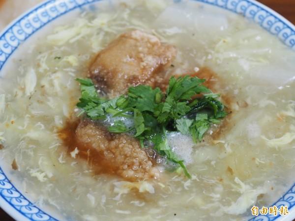 以鬼頭刀取代土魠魚的魚羹,吃起來清淡爽口,肉質更細緻。(記者王秀亭攝)