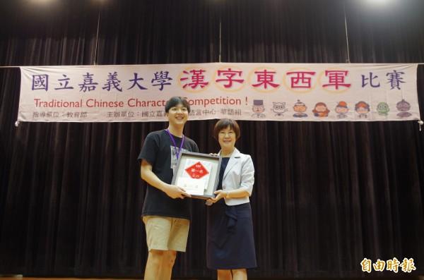 韓籍交換生李在瑛獲得漢字東西軍比賽冠軍。(記者王善嬿攝)