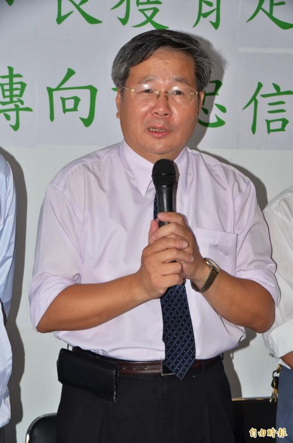 要以無黨籍身分參選台南市長的許忠信,不諱言有很多反新潮流的民進黨人支持他。(記者吳俊鋒攝)