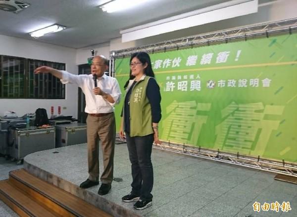 蘇貞昌(左)與許昭興同台,兩人都認為中永和的停車與交通問題迫切需求解決。(記者邱書昱攝)