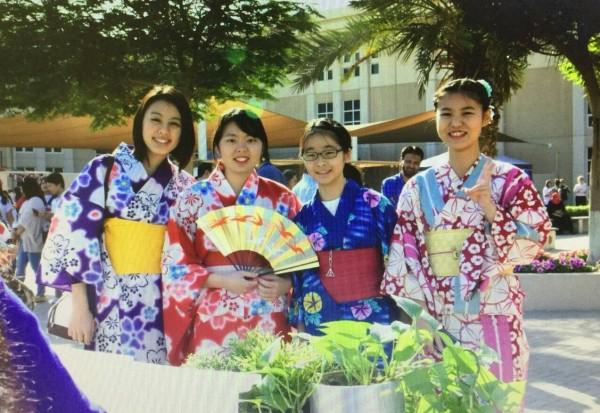 中原大學日生澤木直美(左1)在台灣快樂學習,結交不少好朋友。(中原大學提供)