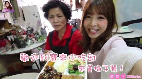 香港網紅(右)介紹高雄美食。(記者葛祐豪翻攝)