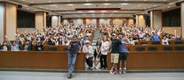 皮克斯動畫藝術家Maria Lee日前赴世新大學演講,和學生互動熱烈。(圖由世新大學提供)