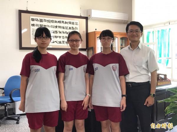 斗六國中有3名學生拿到5A++的好成績。(記者詹士弘攝)