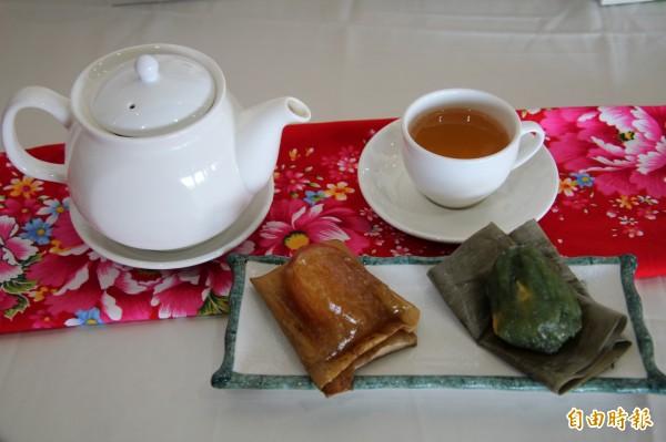 又到了吃粽子的季節,新竹縣政府農業處和衛生局今天跟新埔鎮農會合作,推廣用健康米食做健康好粽。(記者黃美珠攝)