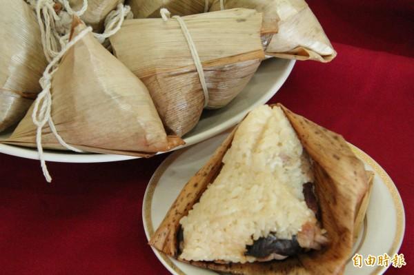 新竹縣政府衛生局提醒鄉親,傳統粽子2顆就相當於1個便當的熱量,愛吃粽子的人要當心。(記者黃美珠攝)