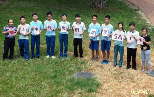 南投縣中興國中會考成績5A++的有9人,為全縣之冠。(記者陳鳳麗攝)