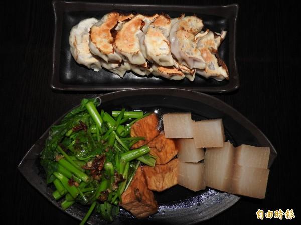 以紫高麗為餡的大顆煎餃及大根煮、油豆腐等小菜,也頗受消費者歡迎。(記者佟振國攝)