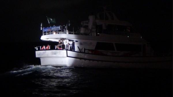 搭載21人的「那米哥1號」海釣船,昨晚機艙突然失火,還好船長趕緊滅火傷,虛驚一場。(記者林嘉東翻攝)